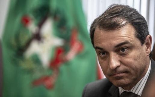 """Em nota governador Carlos Moisés  diz que """"acredita na justiça"""""""