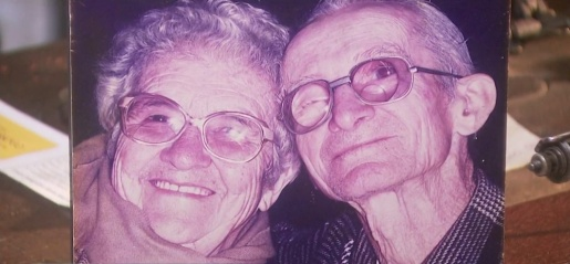 Catarinense de 104 anos cria museu de máquina de costura em homenagem à mulher