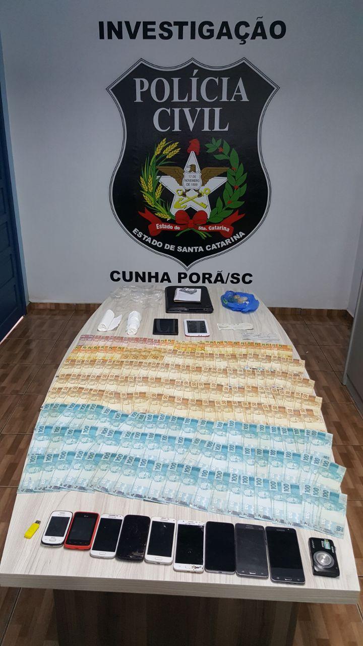Polícia apreende dinheiro e celulares durante operação de combate ao tráfico de drogas