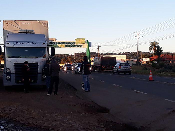 Caminhoneiros se mobilizam nesta manhã em São Lourenço do Oeste