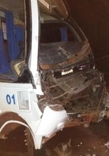 Colisão entre ônibus e caminhão deixa sete feridos