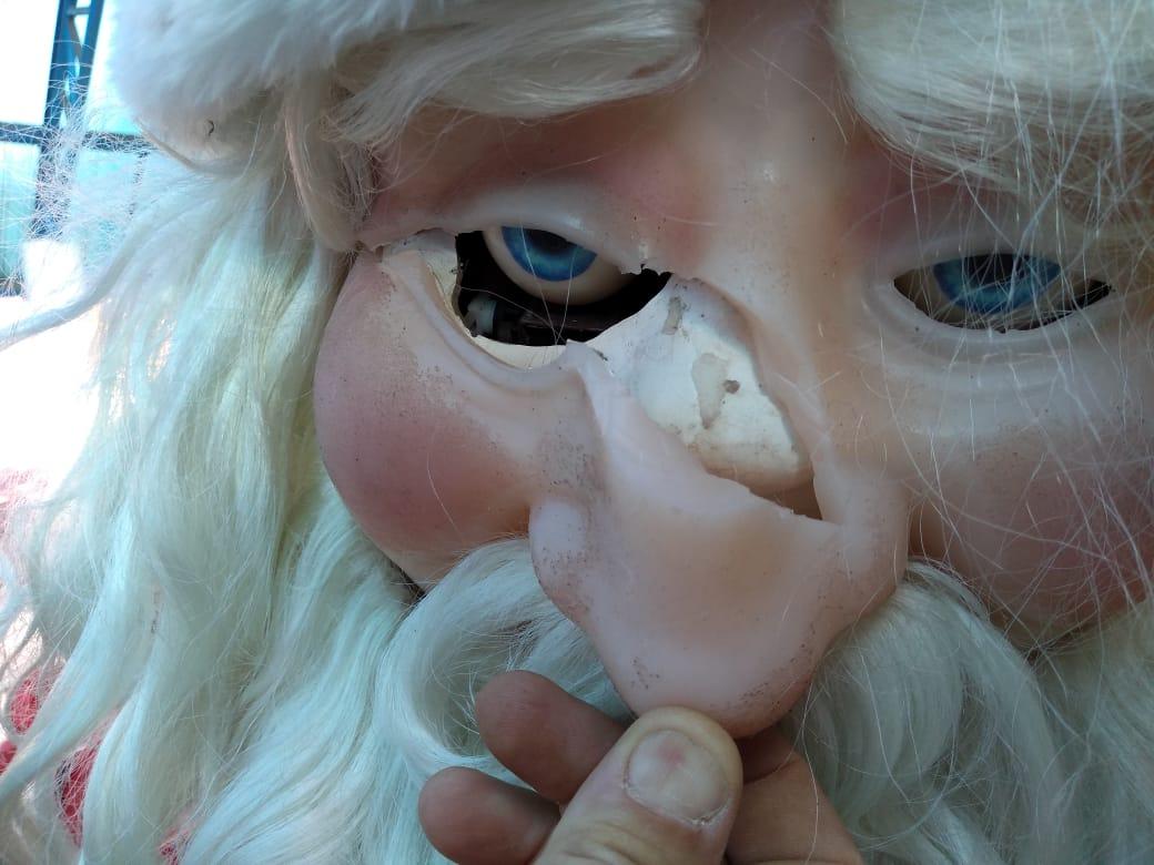 Vândalos danificam decoração natalina, depredam locais públicos e furtam materiais