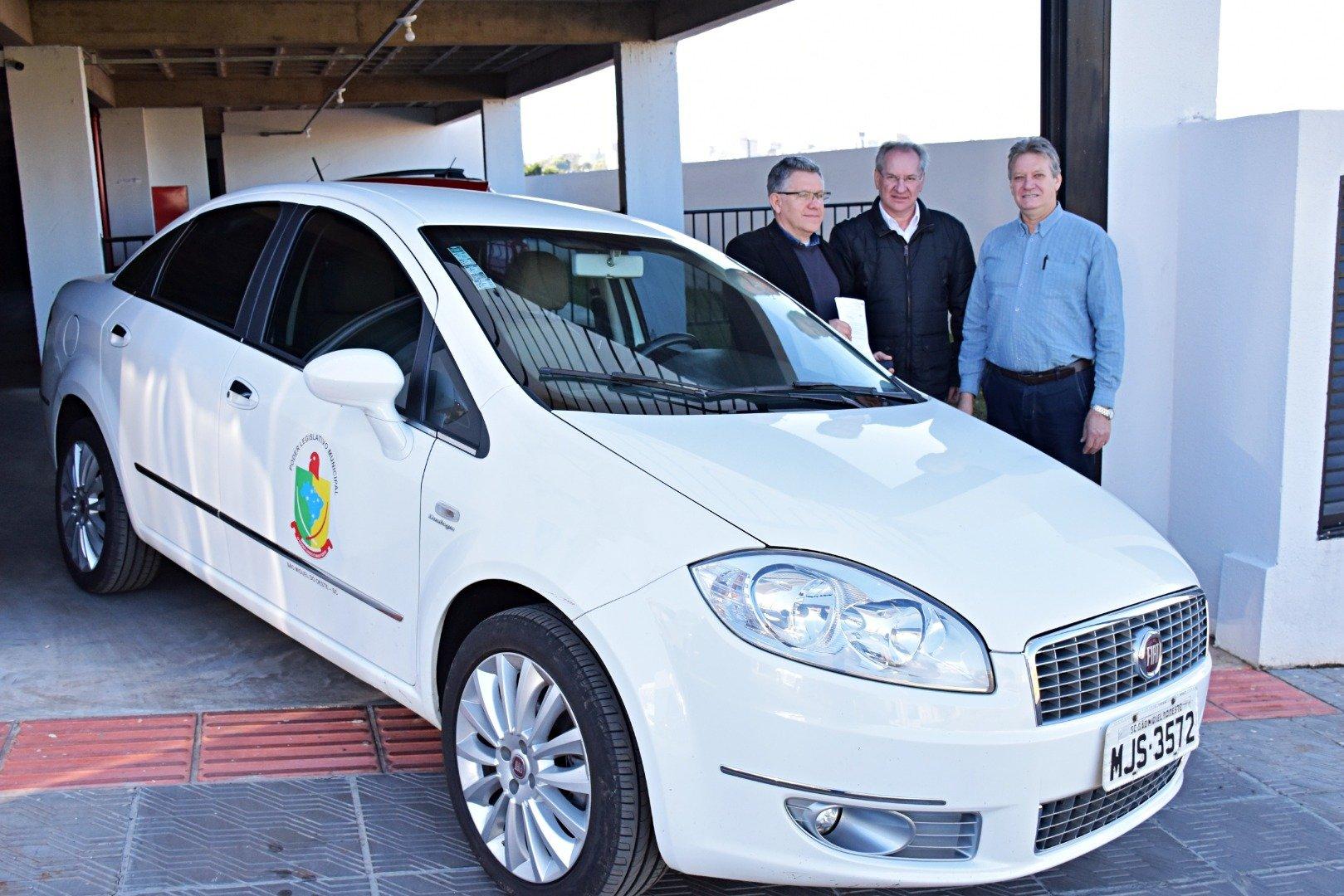 Câmara de Vereadores doa veículo para a Prefeitura