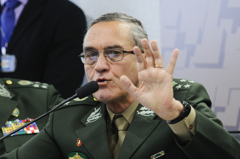 Comandante se diz preocupado com uso do Exército na segurança pública