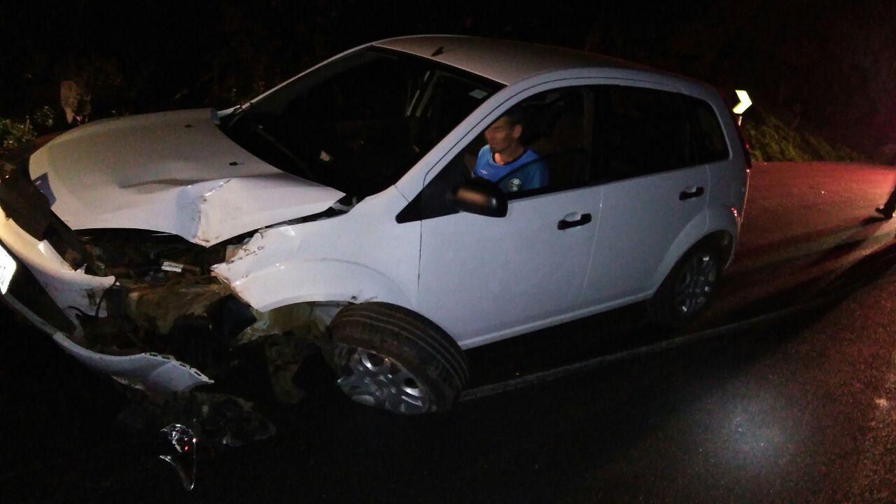 Motorista alcoolizado fica ferido em acidente na BR-282