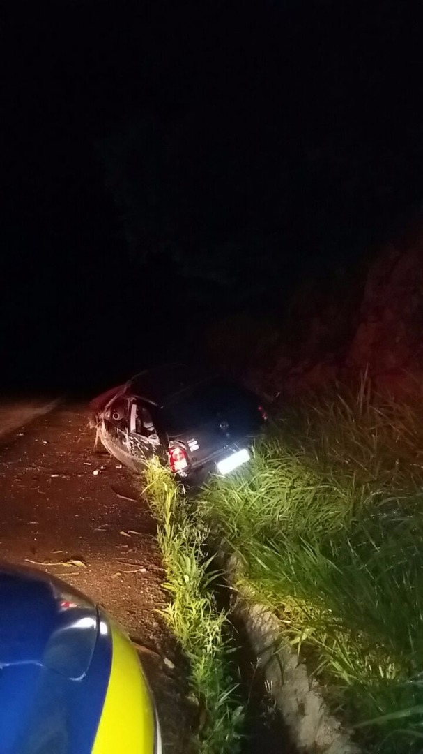 Saída de pista deixa condutor gravemente ferido na BR-282
