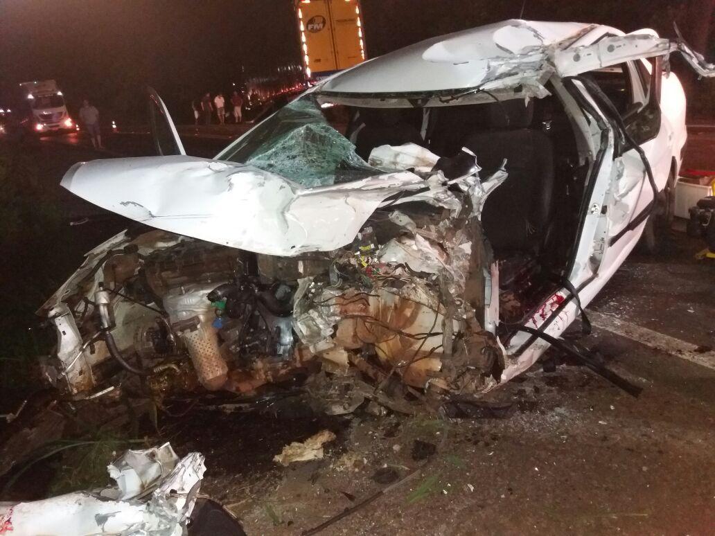 Colisão frontal deixa condutor gravemente ferido na BR-282