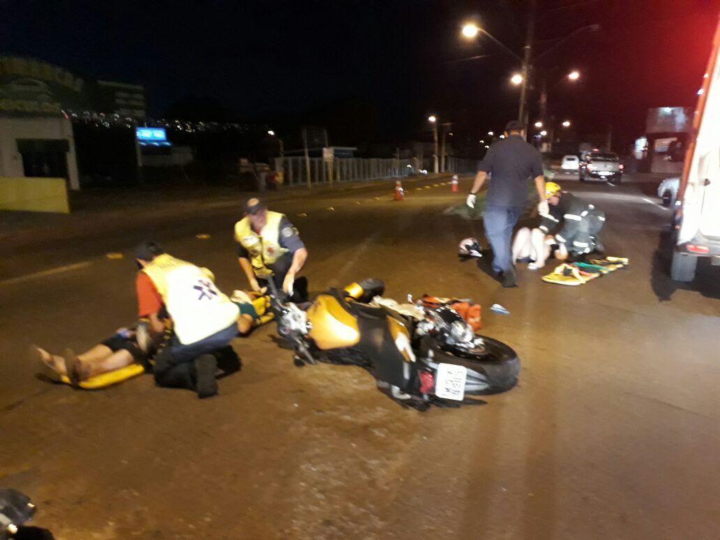Casal fica ferido em queda de motocicleta na Willy Barth