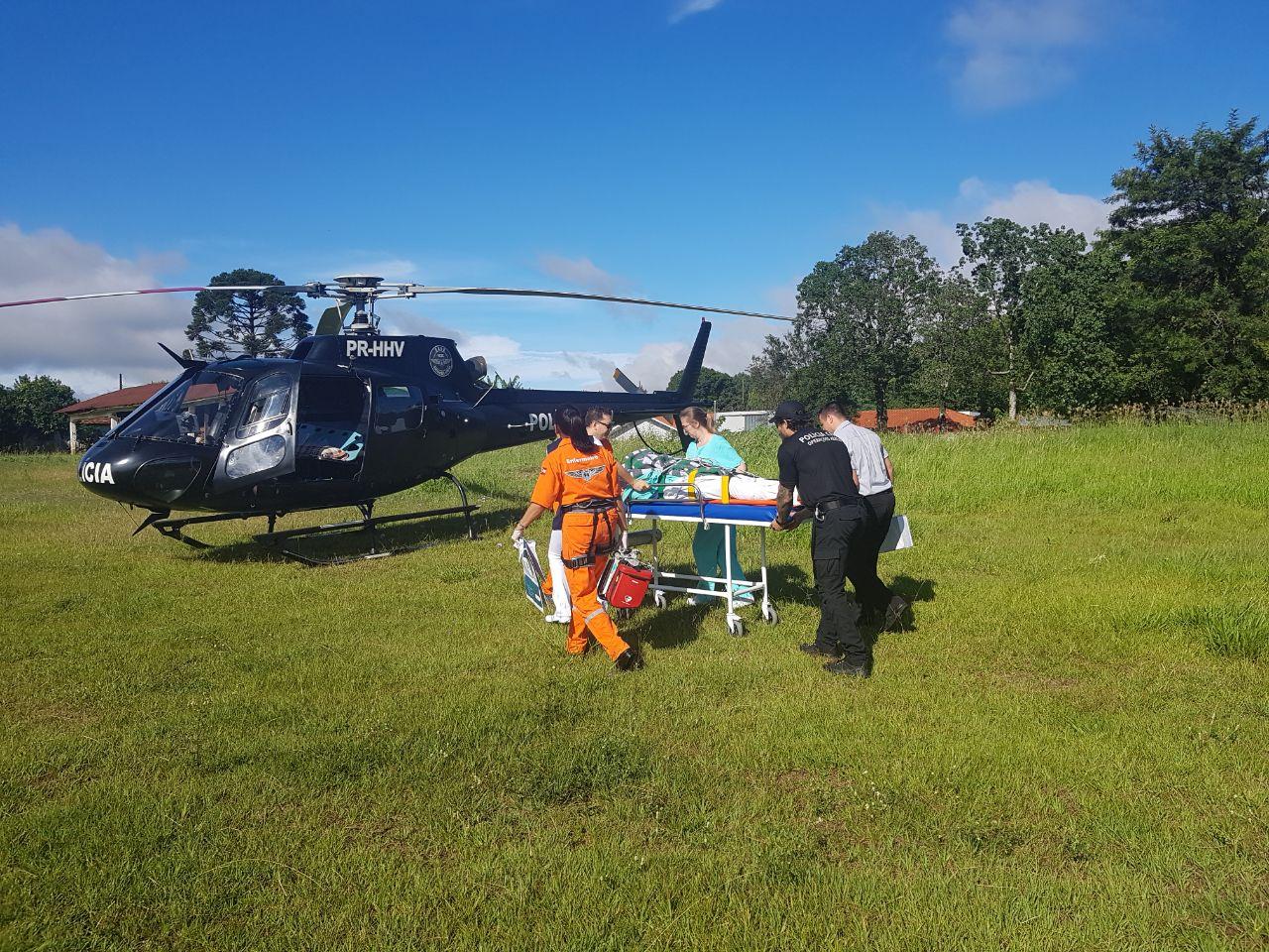 Paciente com fratura na coluna vertebral é transferido pelo SAER à Chapecó
