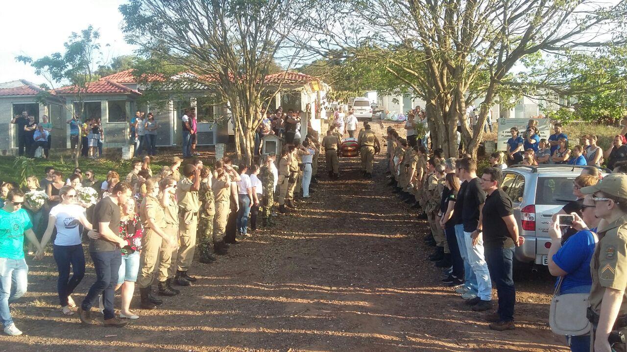 Policia Militar presta homenagem a Sargento Viviana Paula Pan