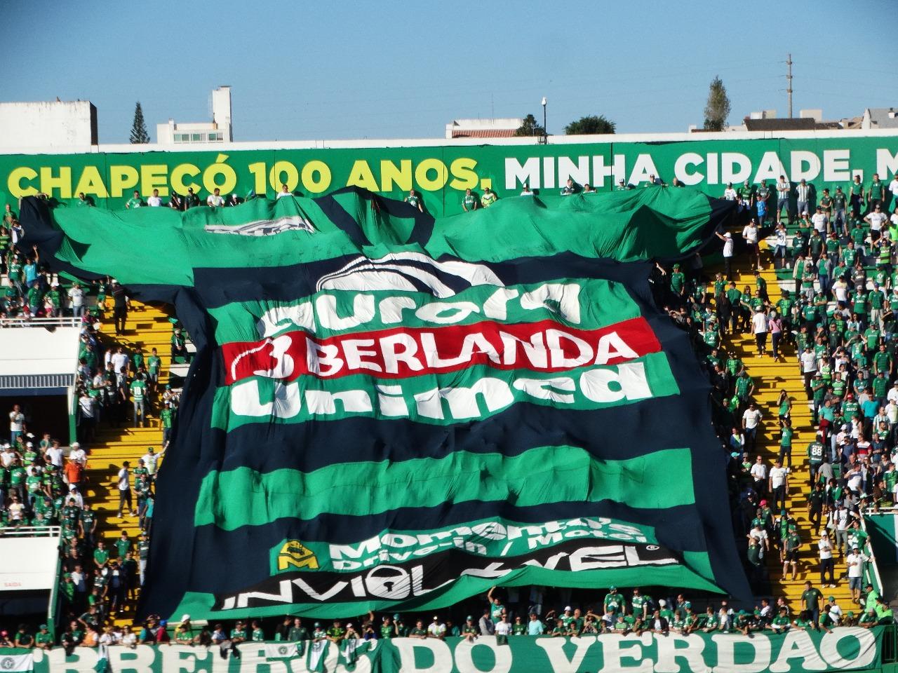 Chape vence a primeira no Brasileiro e tira a invencibilidade do Flamengo