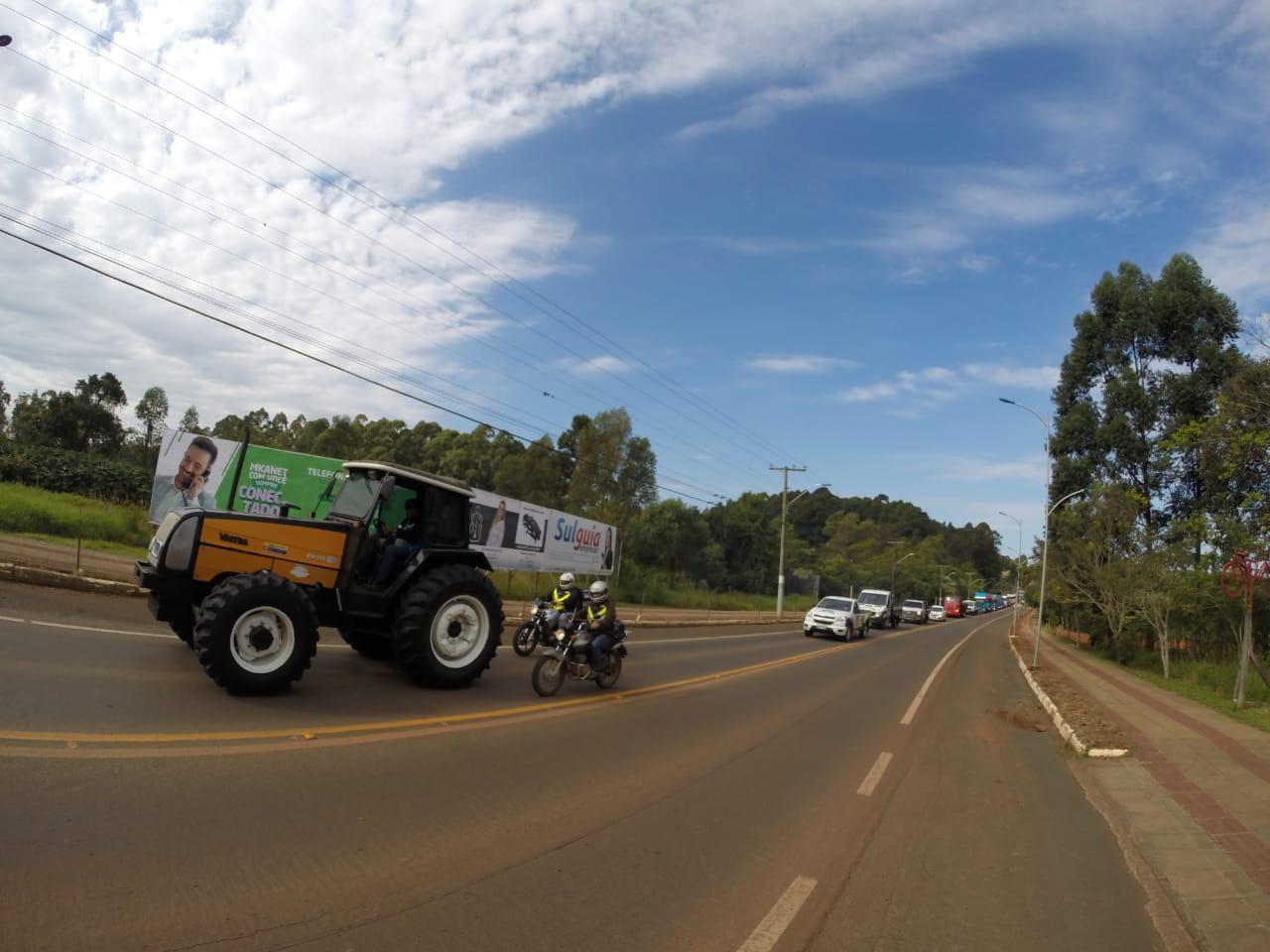 VÍDEO: Centenas de veículos participam de carreata em São Miguel do Oeste
