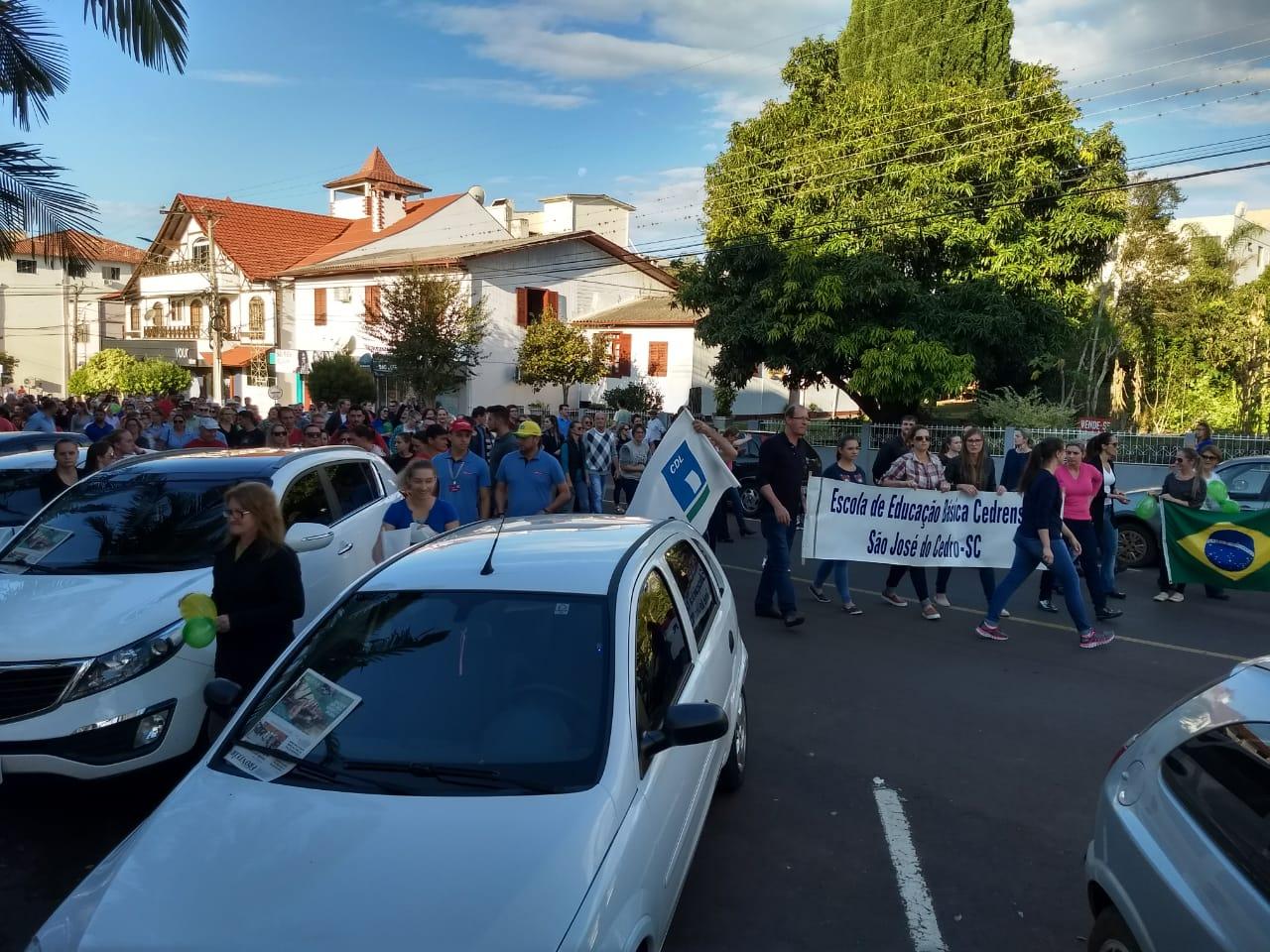 Comércio fecha às portas para apoiar manifestação