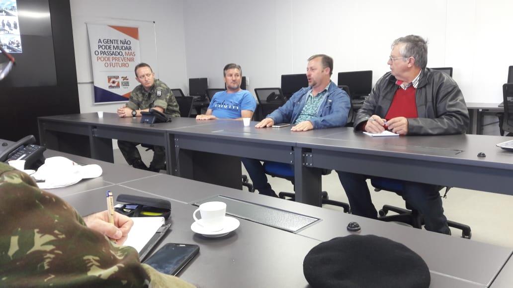 VÍDEO: Devido a greve dos caminhoneiros Defesa Civil realiza reunião de emergência
