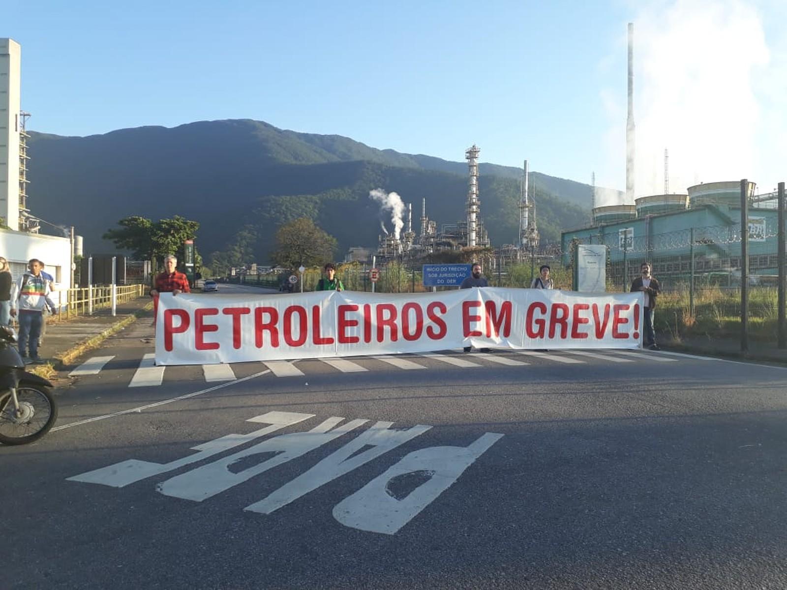 Após aumento de multa, federação dos petroleiros recomenda suspensão da greve