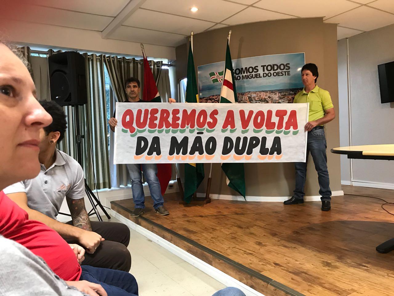 Comerciantes da Rua Marcílio Dias fazem protesto contra via de mão única