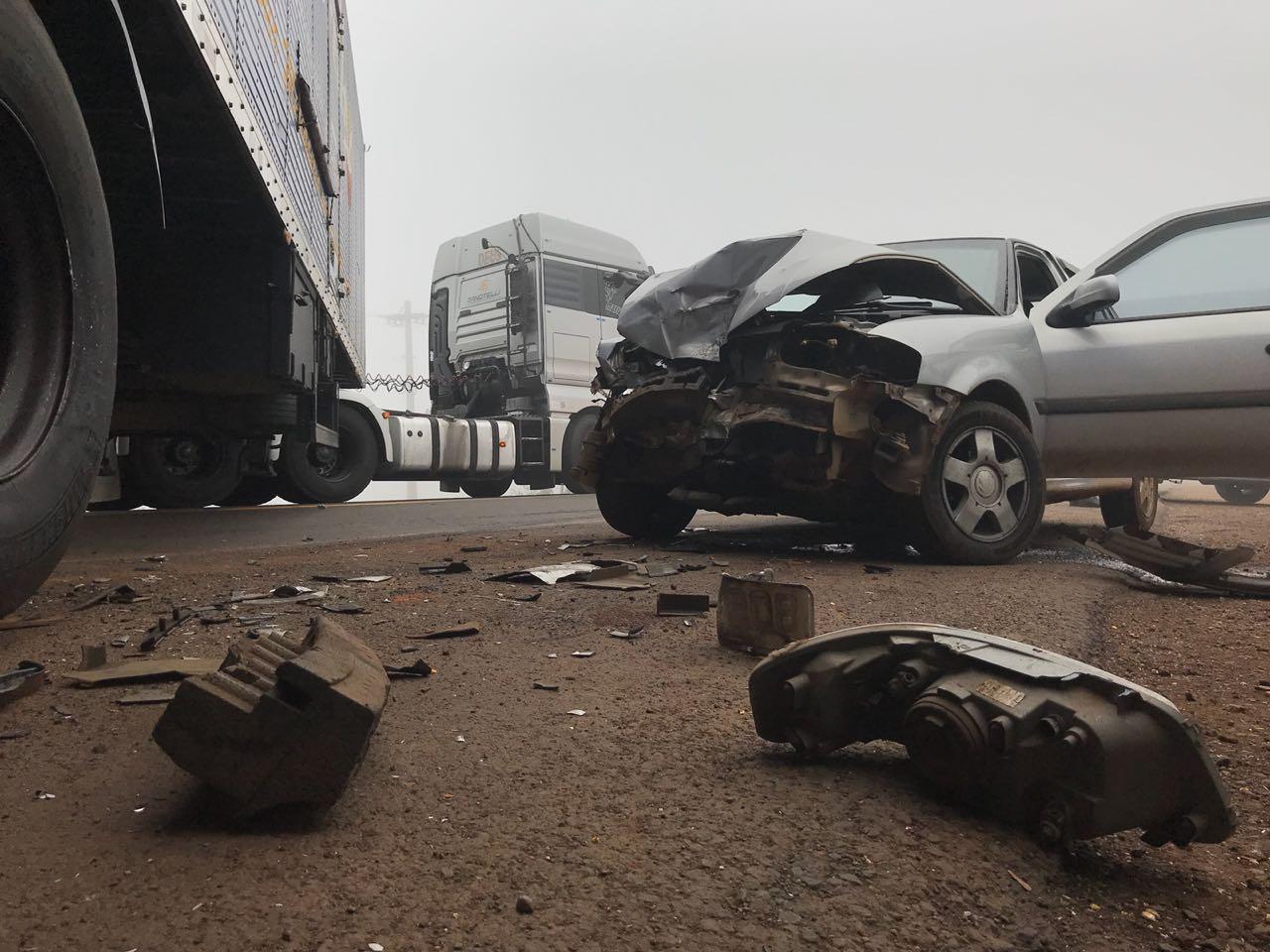VÍDEO: Colisão lateral entre carro e carreta é registrada na BR-163