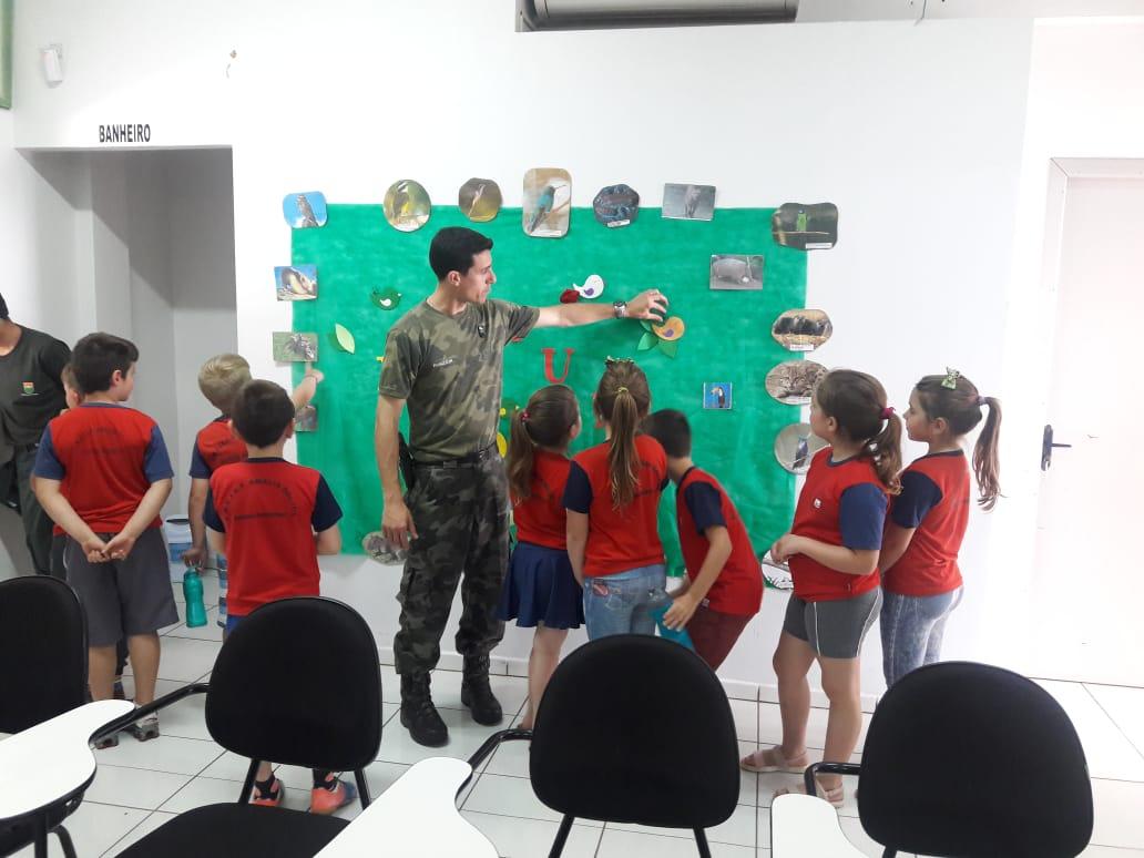 PMA realiza Projeto Quartel Aberto para alunos de escolas da região