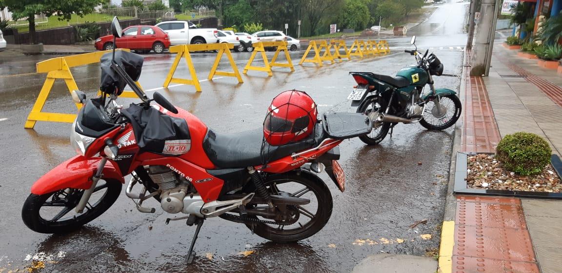 Mototaxistas chegam no Cartório Eleitoral de São Miguel do Oeste