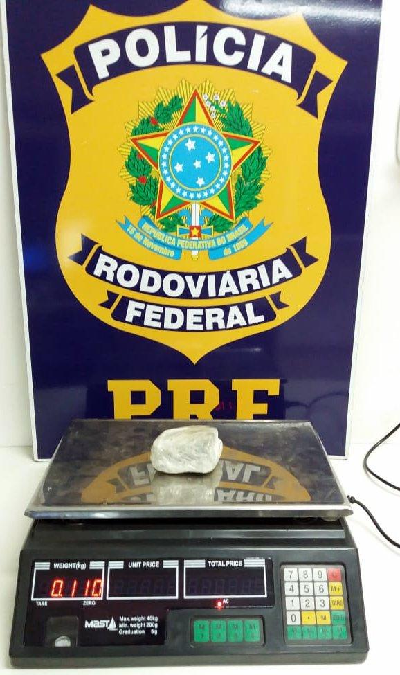 PRF apreende adolescente com drogas na BR-163 em Guaraciaba