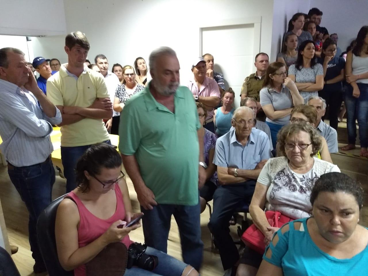 Público lota câmara para acompanhar audiência sobre a Unidade Prisional