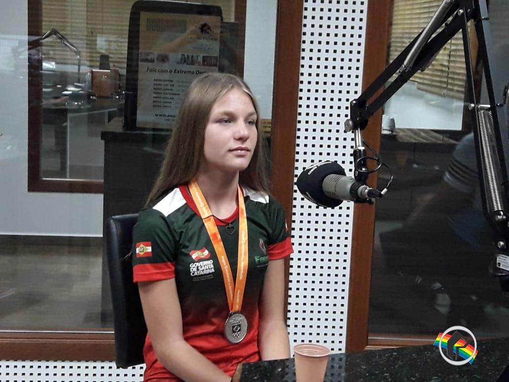 Vice-campeã nacional de atletismo participa de programa na Rádio Itapiranga