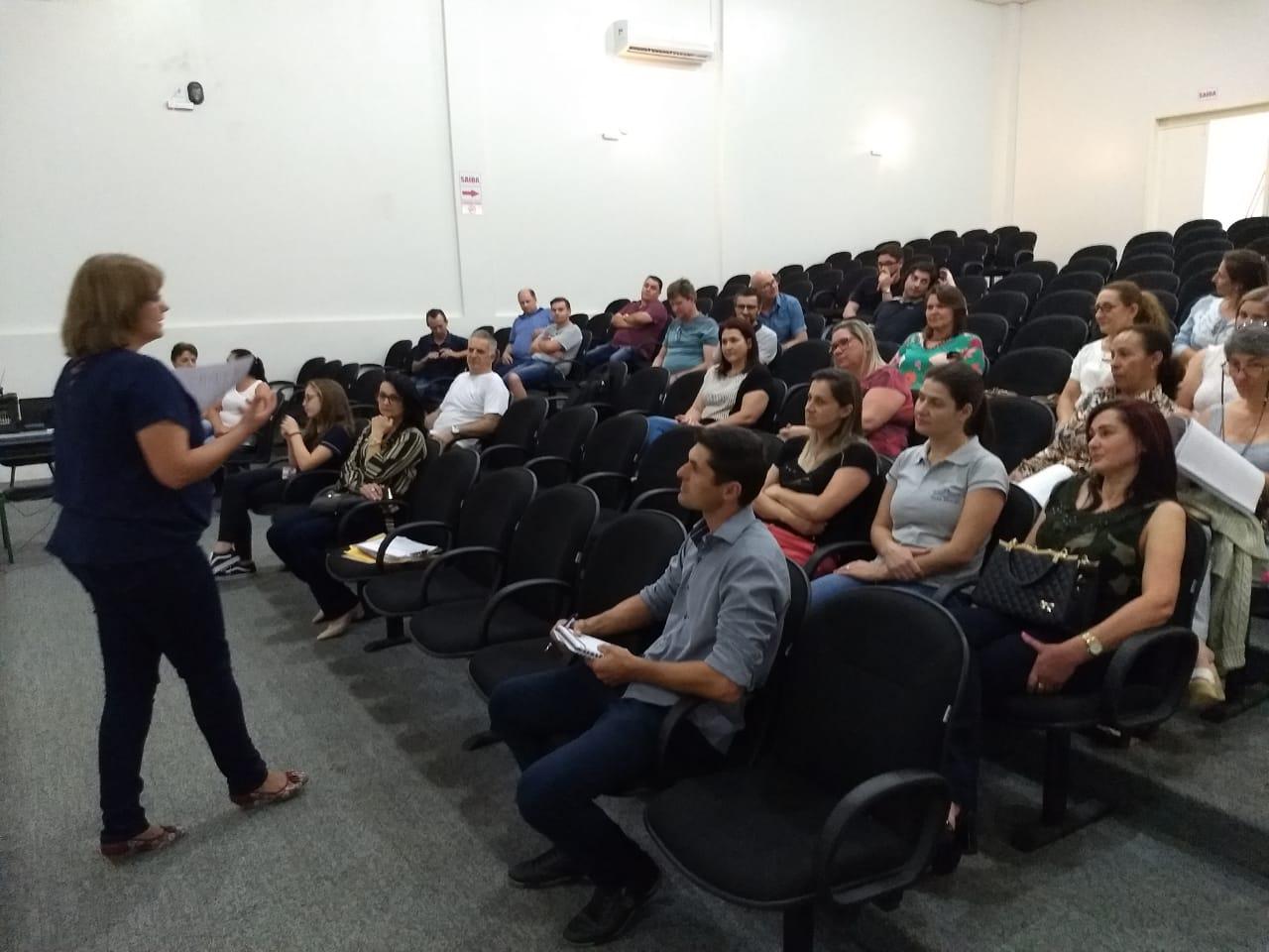 Diretores das escolas estaduais participam de seminário em Guarujá do Sul
