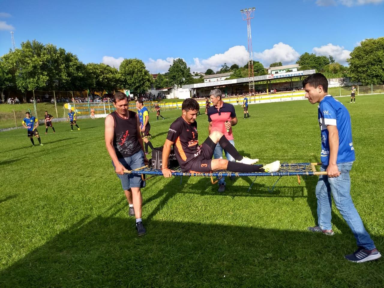 Corintians e Canarinho da Mariflor saem na frente pela semifinal da primeira divisão em Cedro