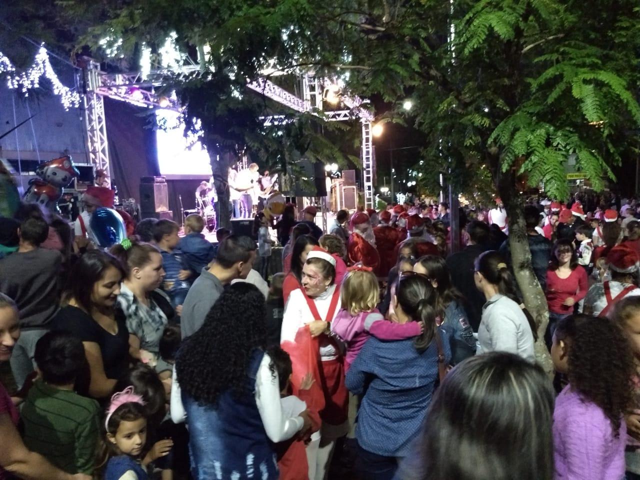 Luzes de Natal são ligadas no encerramento da 2ª Semana da Cultura