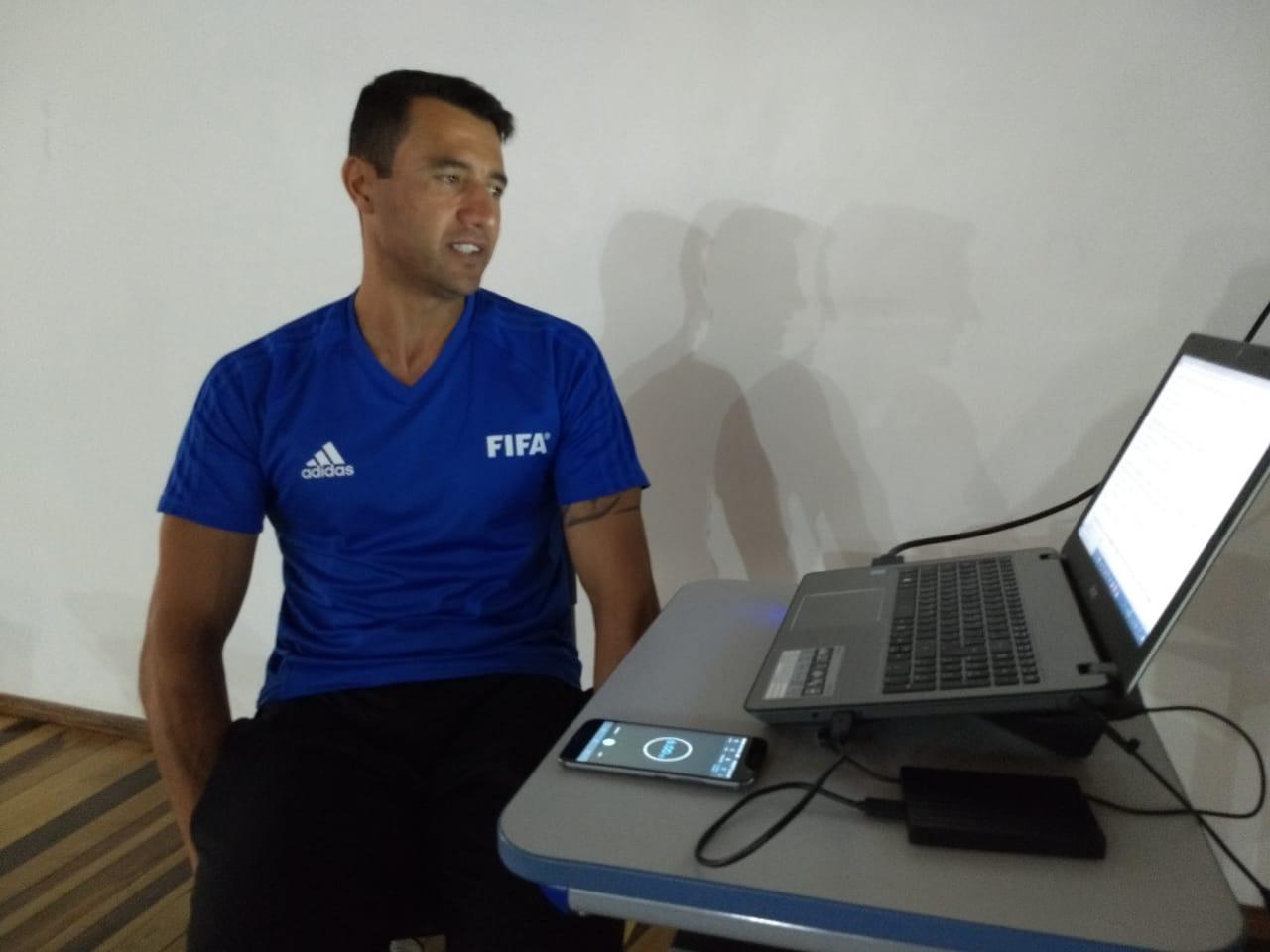 Árbitro Bráulio Machado da Silva realiza curso para integrantes da Liga Esportiva Oestina