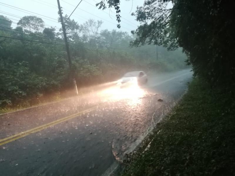 Tempestade deixa 240 mil pontos sem energia em Santa Catarina