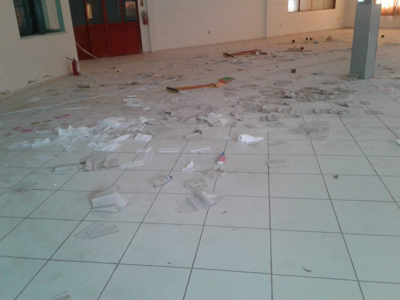 Vândalos invadem centro de múltiplo uso e danificam objetos