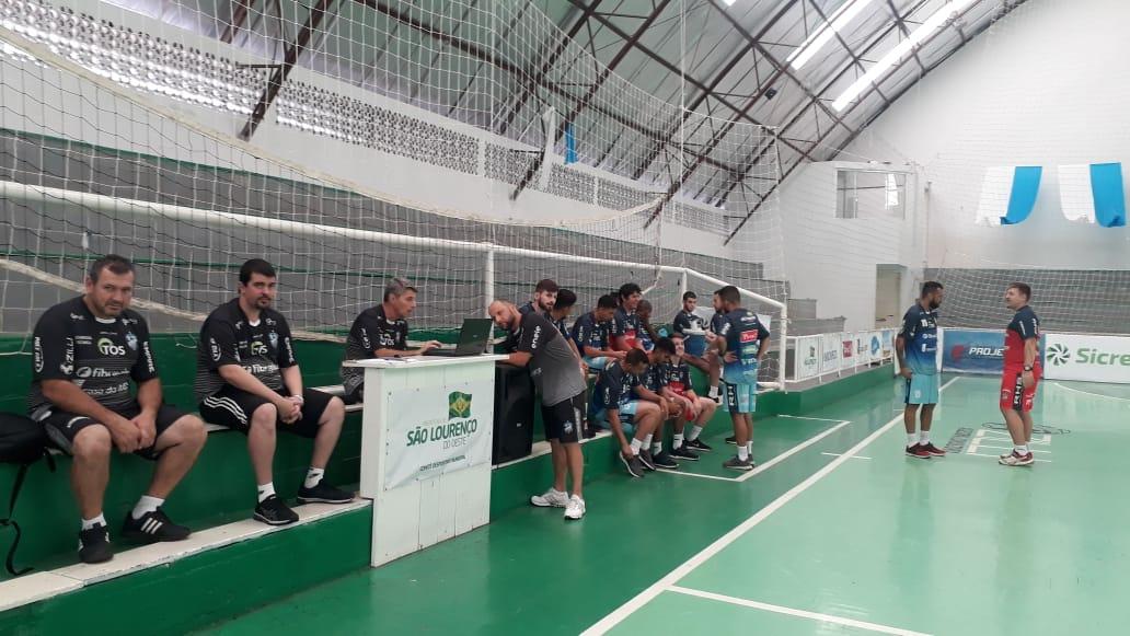 Plantel do futsal São Lourenço se apresenta