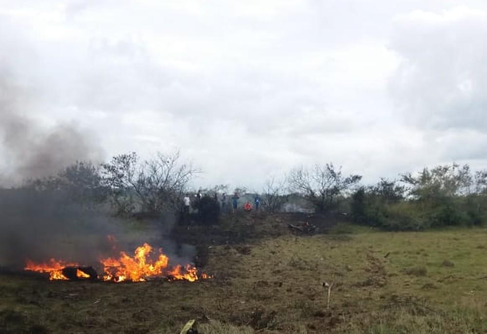 Aeronave da Força Aérea Brasileira cai e pega fogo no RS