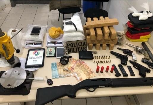 Polícia apreende armas e drogas em Santa Catarina