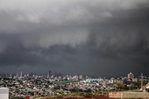 Defesa Civil alerta para risco de temporais e granizo no Oeste
