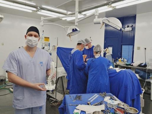 Hospital Regional do Oeste realiza primeira cirurgia com impressão 3D em SC