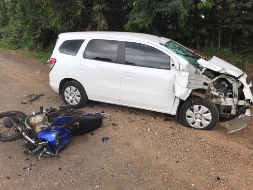 Colisão lateral deixa duas pessoas gravemente feridas na BR-163 em SMOeste