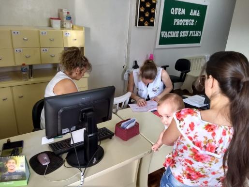 Famílias formam fila para vacinação de crianças em SJCedro