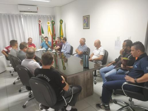 Vereadores entregam Moção a relator da reforma da previdência de SC