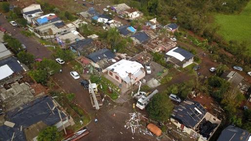 Bombeiros atendem diversas ocorrências após tornado em Descanso e Belmonte