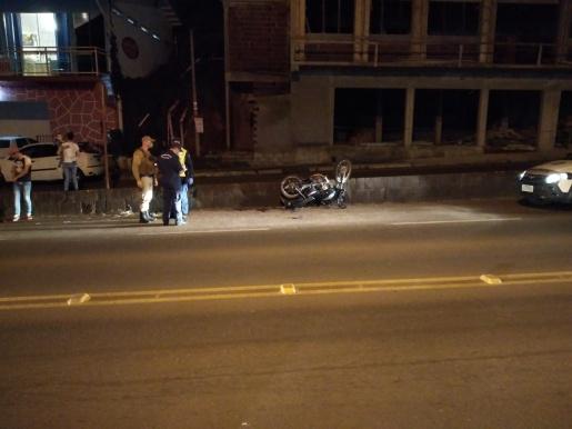 Acidente entre carro e moto deixa dois feridos em Itapiranga