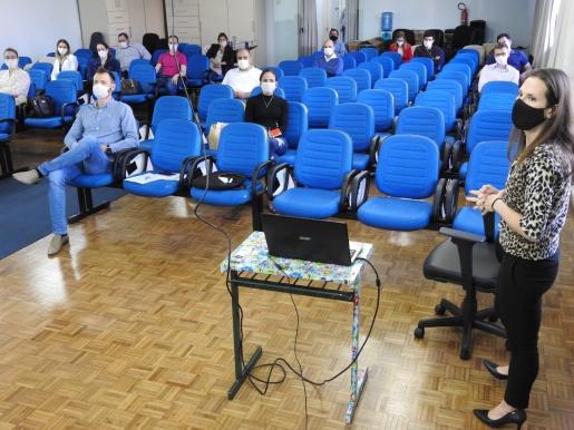 Médicos do Município participam de aperfeiçoamento sobre a covid-19
