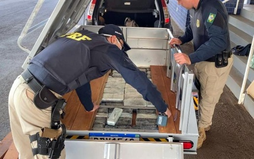 PRF localiza mais de 1,3 milhão de reais em crack e cocaína em fundo falso na BR-163 em SMOeste
