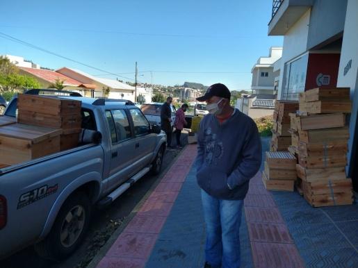 Epagri entrega kits para apicultores de SJCedro