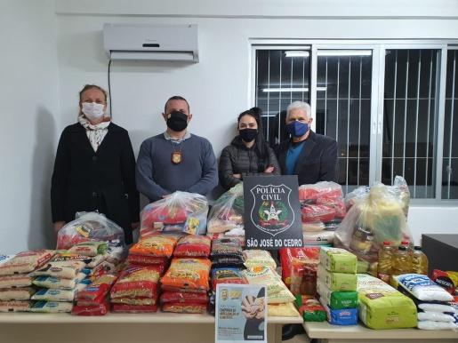 Ação da Polícia Civil arrecada quase 200 de alimentos em SJCedro