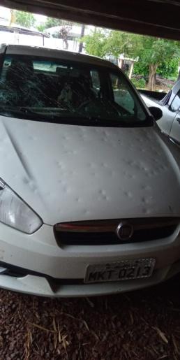 Vídeo: Padres que se deslocavam à Chapecó têm veículo destruído por tempestade de granizo