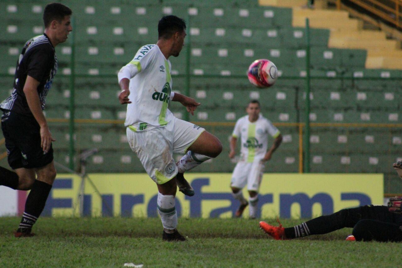 Chapecoense e Araxá ficam no empate pela Copinha
