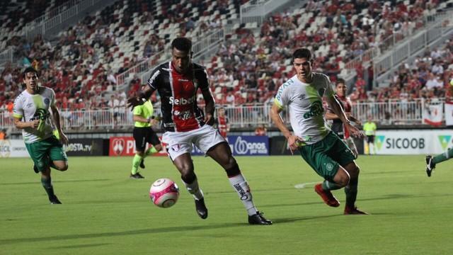 Chapecoense bate Joinville e abre vantagem na liderança