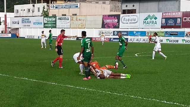 Chapecoense empata com Brusque e decisão do Catarinense fica para quarta